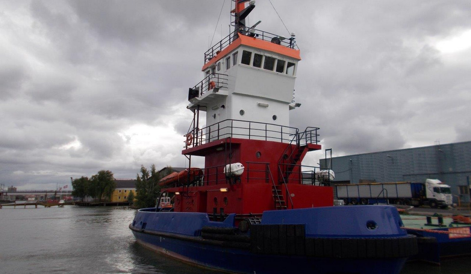 Tug and Barge combination with 20 tons bollard pull and 24 mtrs dimension