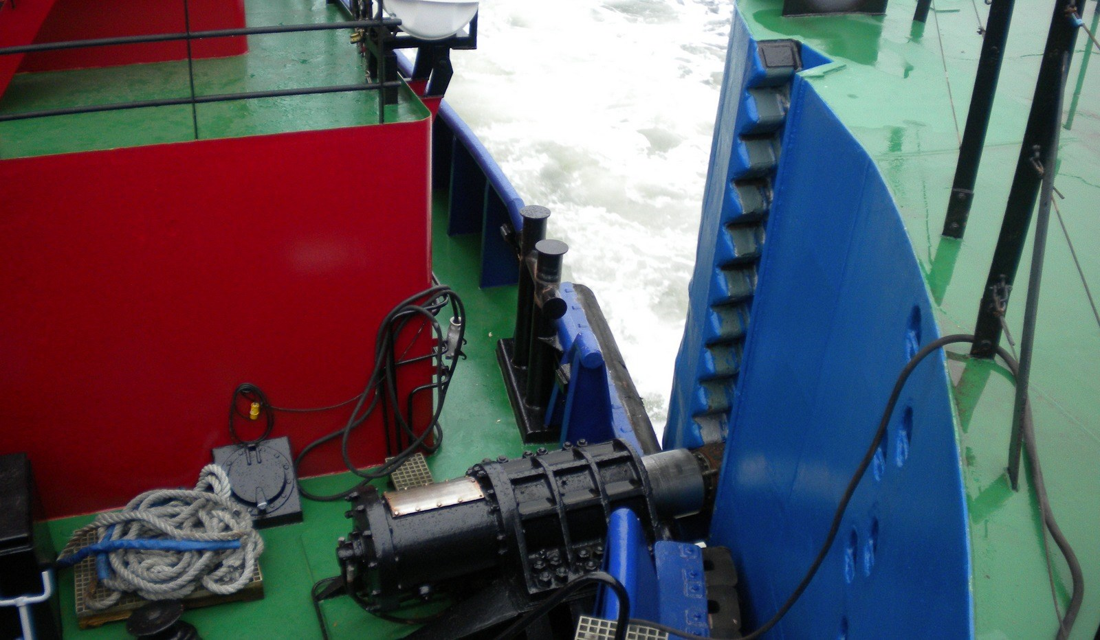 Tug and Barge combination with_2x_bergen_diesel_type_ldmb_6