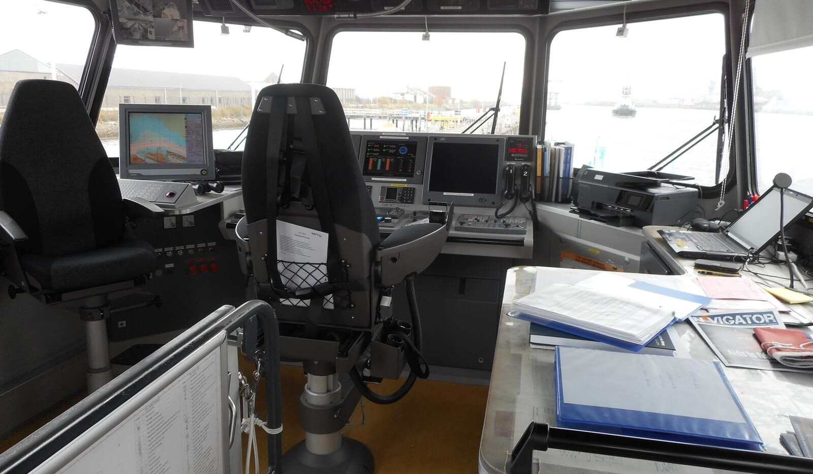 Wheelhouse of used Fast Crew Supplier 3307