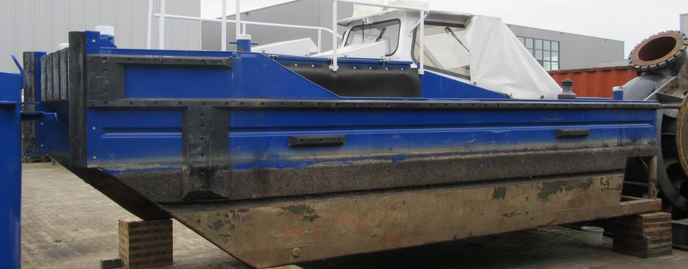 Mini tug/pusher, suitable for barge assistance and line handling