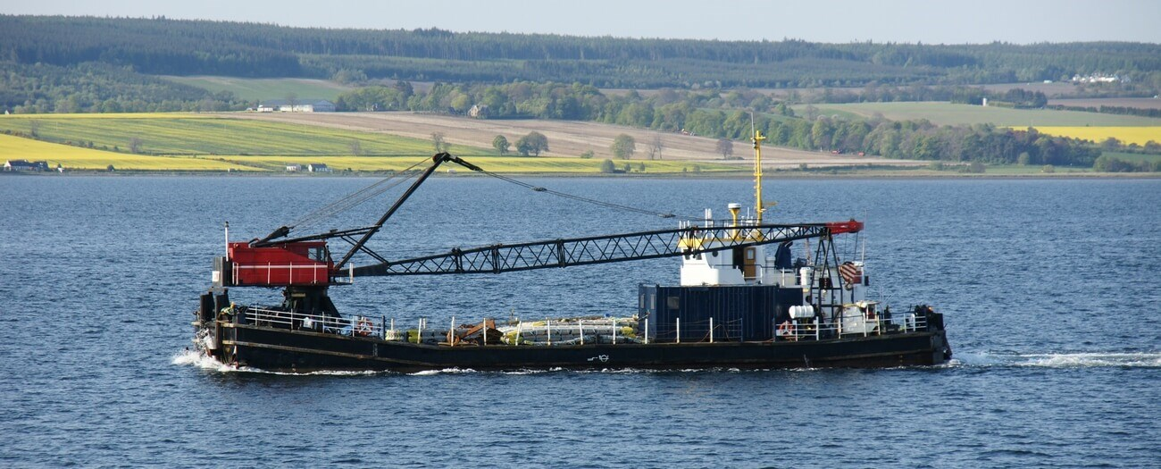 Self-propelled crane barge for sale 06641 (1)