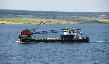 Self-propelled crane barge for sale 06641 (2)