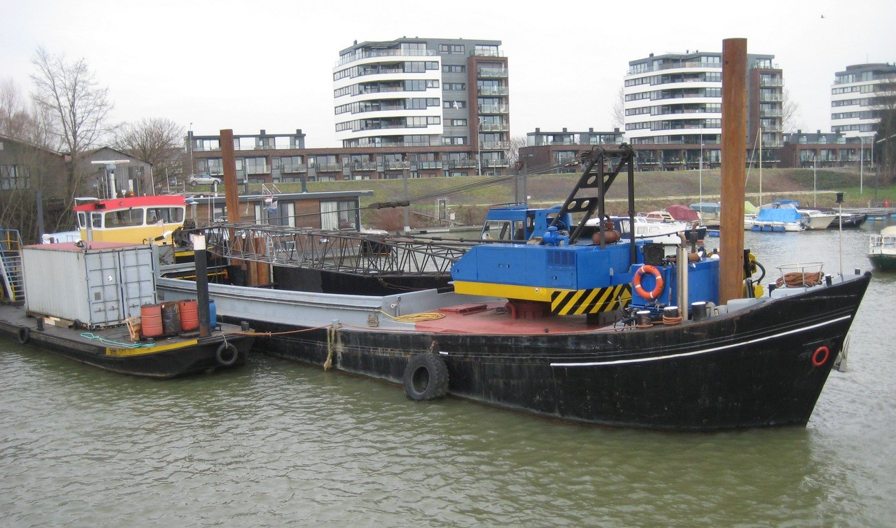 Sale crane workboat 'Anjo'