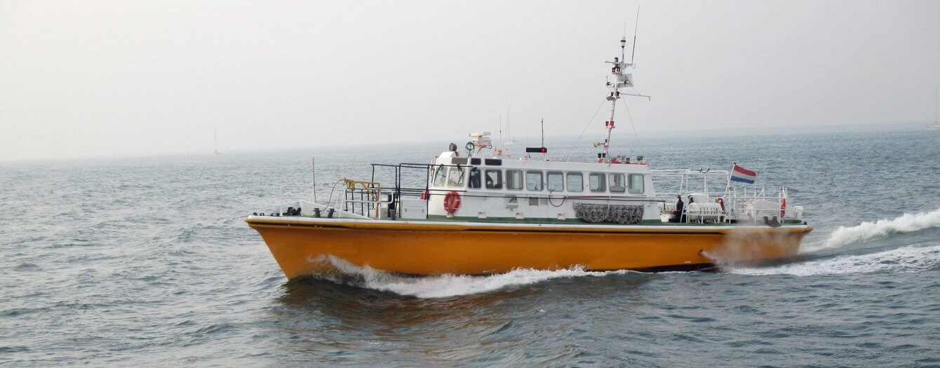 fast pilot boat for crew transfer 07560 (1)