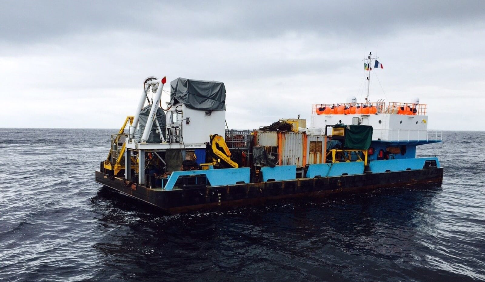 accommodation barge for sale 07600 (3)