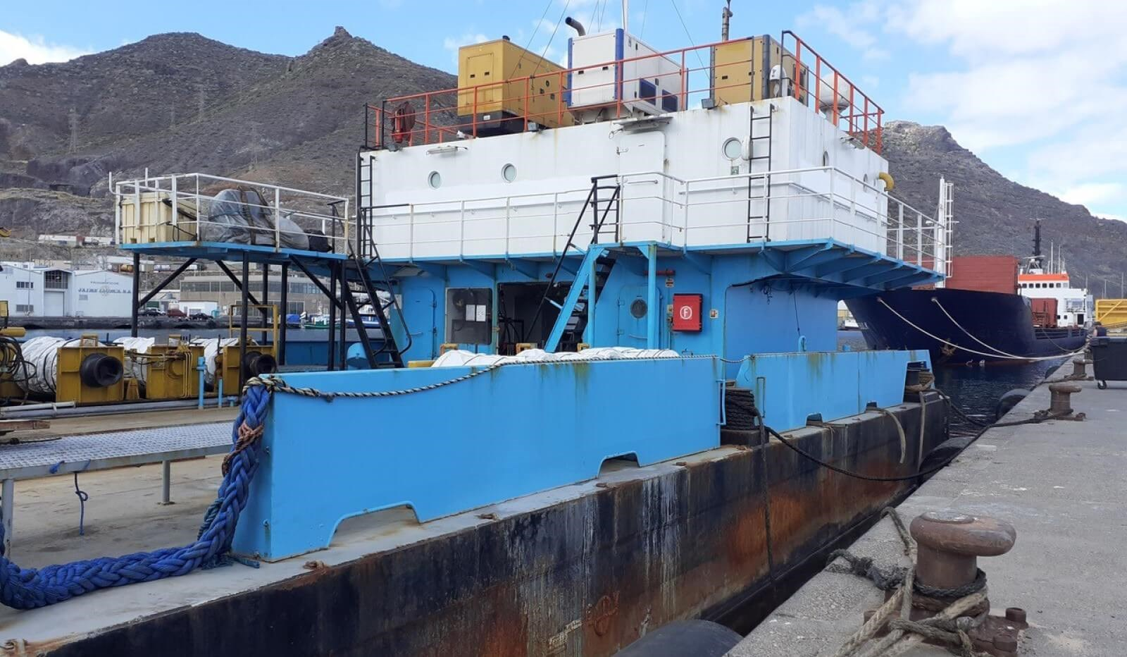 accommodation barge for sale 07600 (11)