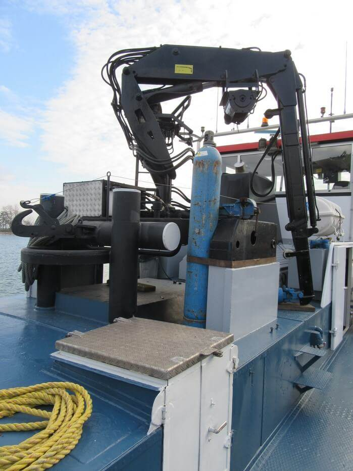 Deck crane of second hand tug